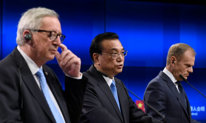 (L-R) European Commission President Jean-Claude Juncker, Chinese Prime Minister Li Keqiang, and European Council President Donald Tusk give a joint press after an EU-China summit at the EU headquarters in Brussels on April 9, 2019. (John Thys/AFP/Getty Images)