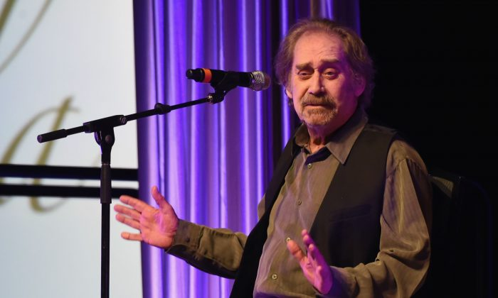 Earl Thomas Conley performs 'Holding Her And Loving You.'2017 Nashville Songwriters Hall Of Fame Awards at Music City Center in Nashville, Tenn., on Oct. 23, 2017. (Rick Diamond/Getty Images)