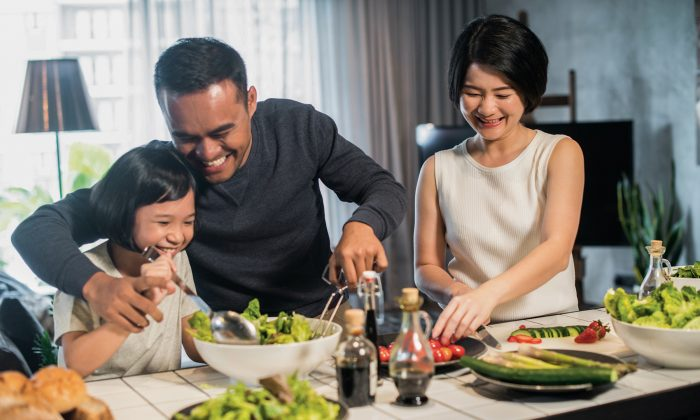 If you have a rule that no one in the family can use their devices during mealtime, then you can instill that boundary in your child. (BEARINMIND/SHUTTERSTOCK)