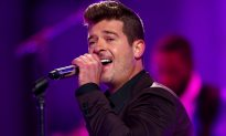 'Count Your Blessings' Says Robin Thicke, After Losing Both His Father and His Home