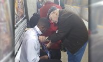 Elderly Man Shows Young Man How to Tie a Tie After Seeing Him Struggling at Train Station