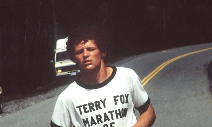 Runner Terry Fox continues his Marathon of Hope run across Canada, in 1980. (The Canadian Press)