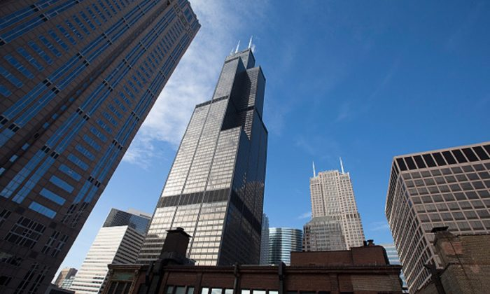 The Willis Tower (C), formerly known as the Sears Tower, dominates the southern end of the downtown skyline in Chicago, Ill., on March 4, 2015. (Scott Olson/Getty Images)