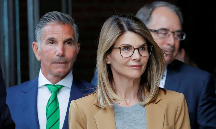 Actor Lori Loughlin, and her husband, fashion designer Mossimo Giannulli, leave the federal courthouse after facing charges in a nationwide college admissions cheating scheme, in Boston, Mass., April 3, 2019. (Reuters/Brian Snyder/File Photo)