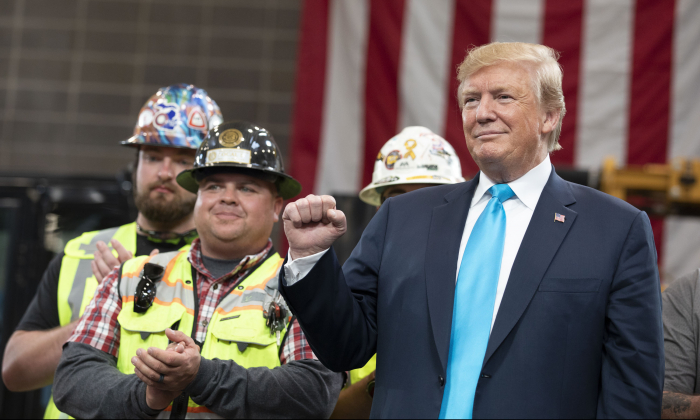 President Donald Trump acknowledges applause as he is welcomed to the International Union of Operating Engineers International Training and Education Center Wednesday, April 10, 2019, in Crosby, Texas. (Official White House Photo by Joyce N. Boghosian)