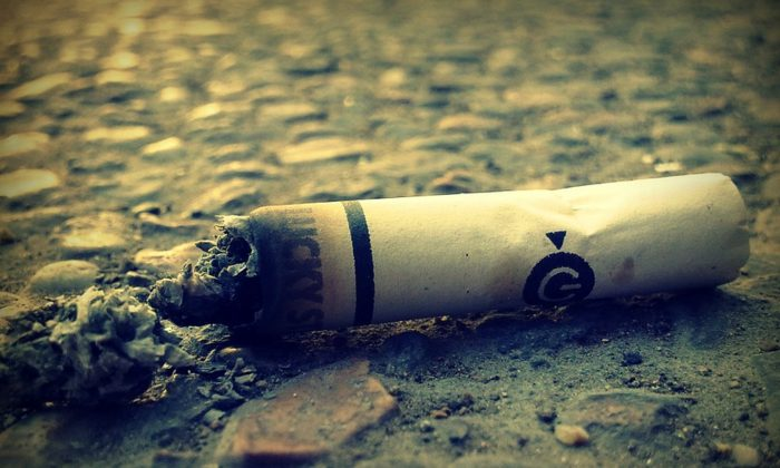 Stock image of a cigarette butt. (Alexis/Pixabay)