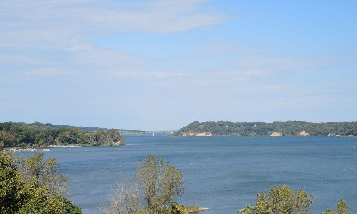 Irondequoit Bay viewed from Lucien Morin Park, New York, on Oct. 6, 2014. (Courtesy of DanielPenfield/Wikimedia Commons)