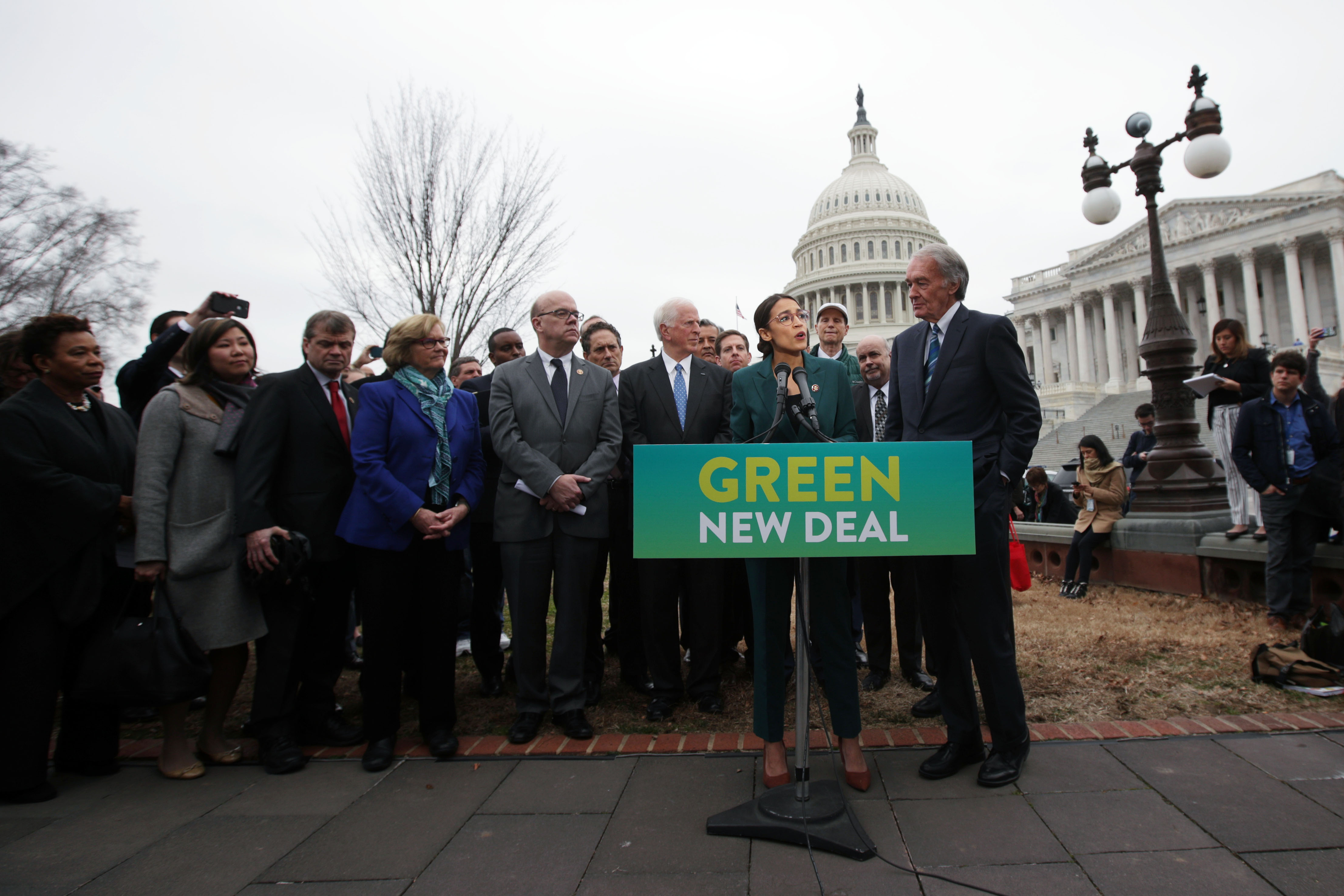 Sanders, Ocasio-Cortez Unveil Plan to Push Green New Deal in Public Housing Sector