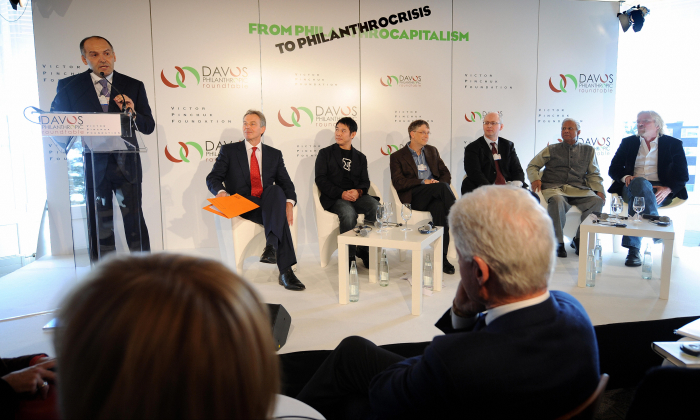 Victor Pinchuk, founder of EastOne and of the Victor Pinchuk Foundation talks as former President Bill Clinton (R) listens in Davos, Switzerland, on Jan. 29, 2009. (Fabrice Coffrini/AFP/Getty Images)