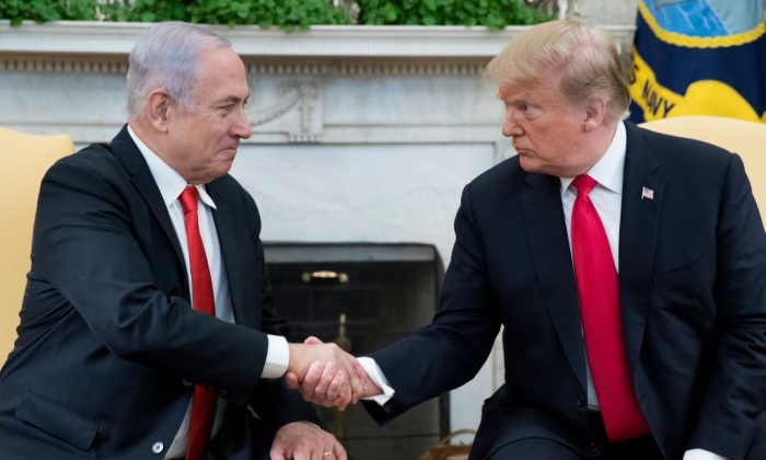 U.S. President Donald Trump (R) and Israeli Prime Minister Benjamin Netanyahu (L) shake hands in the Oval Office of the White House in Washington, on March 25, 2019. (Michael Reynolds - Pool/Getty Images)