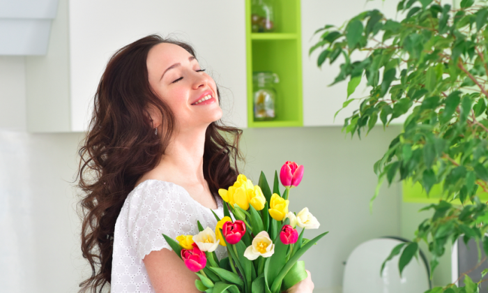 A few simple flowers can make a noticeable difference. (SvetlanaFedoseyeva/shutterstock)