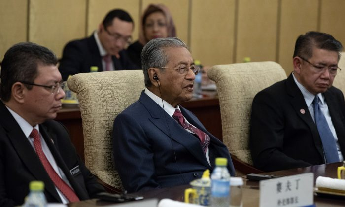 Malaysian Prime Minister Mahathir Mohamad (C) speaks to Chinese President Xi Jinping (not pictured) during their meeting at Diaoyutai State Guesthouse in Beijing on Aug. 20, 2018. (ROMAN PILIPEY/AFP/Getty Images)