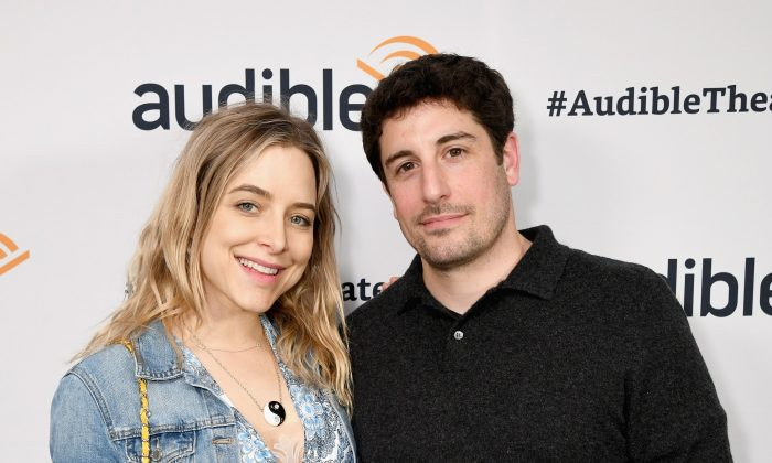 """Jenny Mollen (L) and Jason Biggs attend a special performance of """"Legal Immigrant"""" starring Alan Cumming at Audible's Minetta Lane Theatre on April 12, 2019 in New York City.  (Photo by Bryan Bedder/Getty Images for Audible)"""