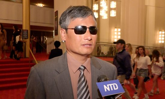 Prominent Rights Activist Chen Guangcheng Says Shen Yun Stirs Deep Reflection