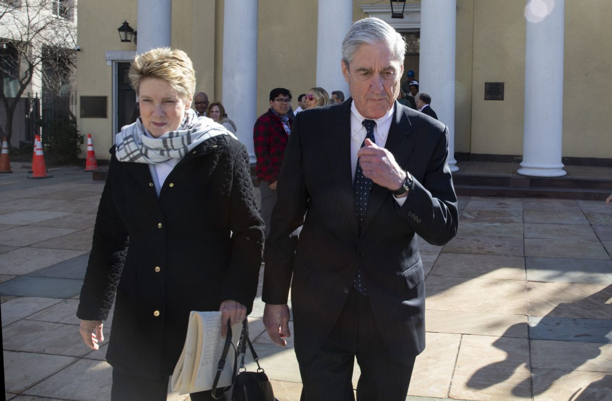 Special counsel Robert Mueller walks with his wife Ann Mueller in Washington
