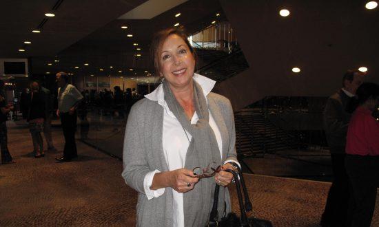 Interior Designer Praises Shen Yun's Costumes, Sets for Enhancing Storytelling