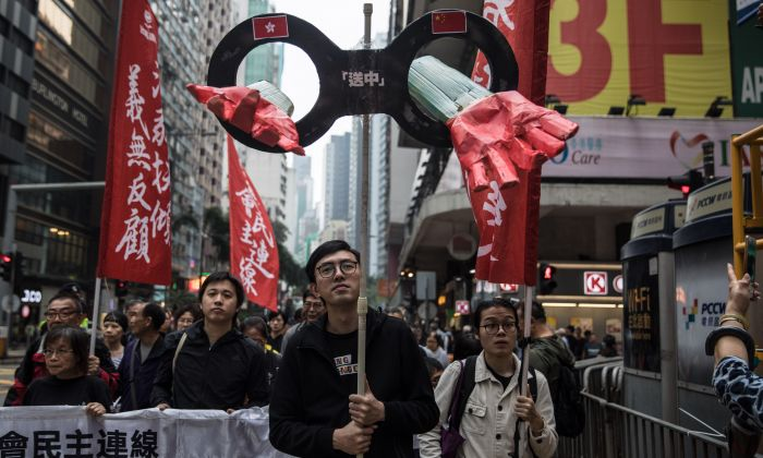 Protesters march along a street during a rally to protest against the government's plans to approve extraditions with mainland China in Hong Kong on March 31, 2019. (DALE DE LA REY/AFP/Getty Images)