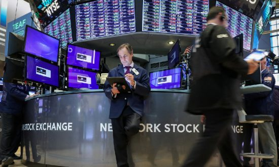 S&P 500 Flirts With Record High on Upbeat Earnings