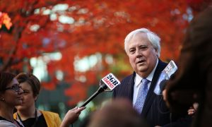 Clive Palmer Hands Over $7M to Queensland Nickel Workers