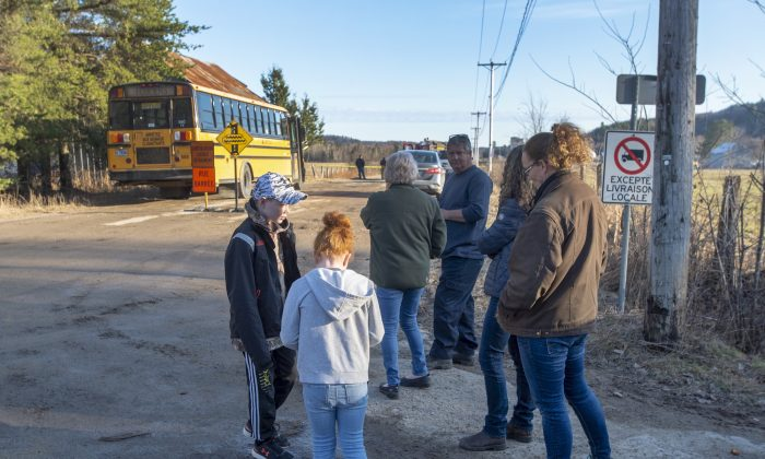 Area residents wait at a roadblock after orders to evacuate the area after an alert that the Bell Chute dam is at risk of failing Thursday, April 25, 2019, in Grenville-sur-la-Rouge, Quebec. (The Canadian Press/Ryan Remiorz)