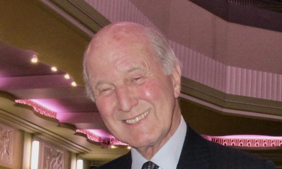 Lord Sterling Says Shen Yun Made Him 'Feel Good to be Alive'