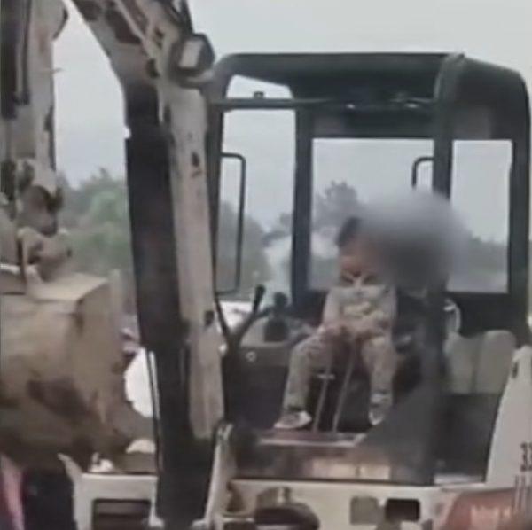 Boy drive excavator