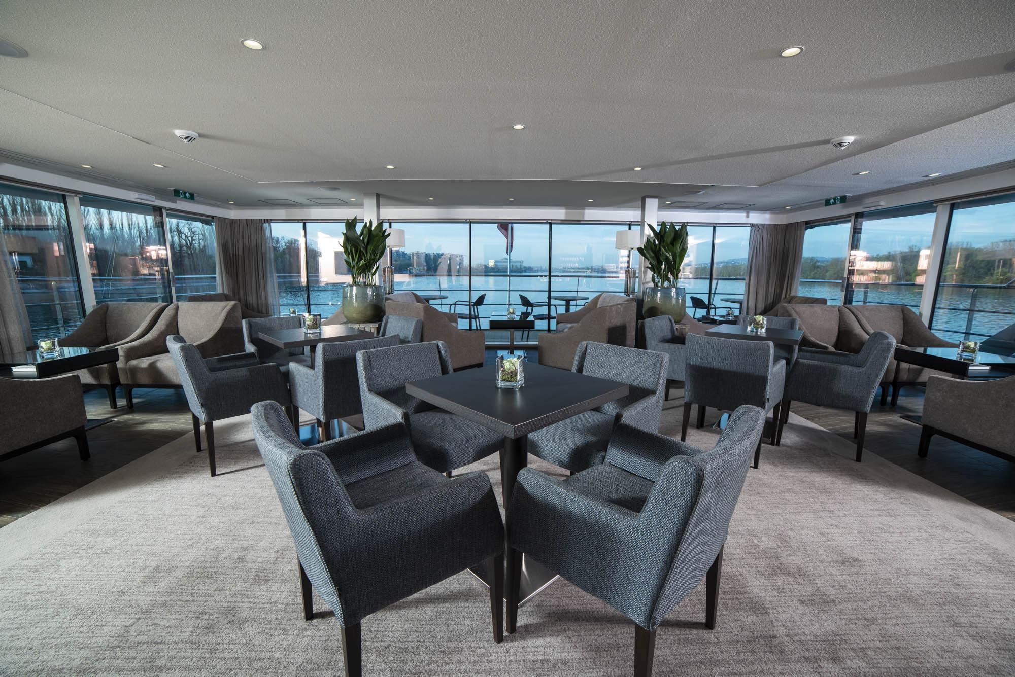 Avalon_club_lounge