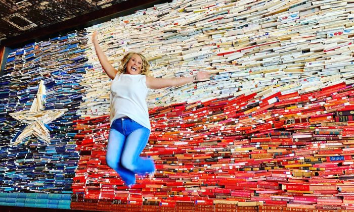 The George hotel in College Station features a wall depicting the Texan flag—made of books. (Ron Stern)