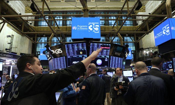 Traders work on the floor of the New York Stock Exchange on Jan. 3, 2019. (Spencer Platt/Getty Images)