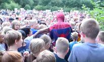 """Spider-man"" Surprises Over 400 Kinds In Heartwarming Video"