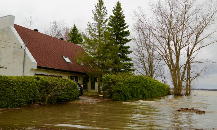 A house along the Ottawa River flooded in Gatineau, near Ottawa, Canada, on April 27, 2019. (Jonathon Ren/The Epoch Times)