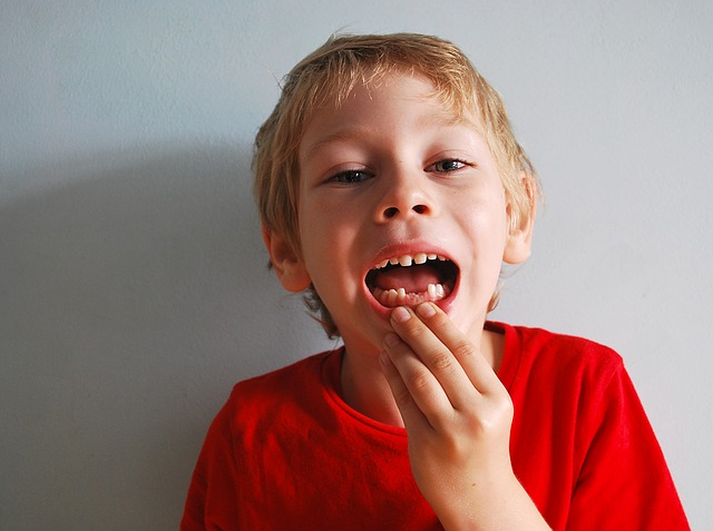 Dentists Are Asking Parents Not to Throw Their Kids' Baby Teeth, Here's the Reason Why