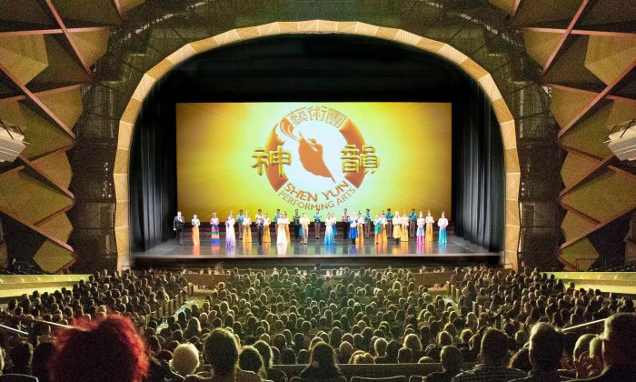 Shen Yun Performing Arts North America Company's curtain call at The Evangeline Atwood Concert Hall, Alaska, on April 27, 2019. (The Epoch Times)