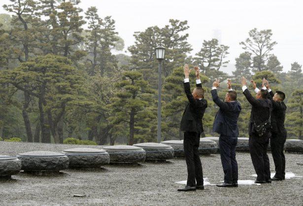 People japan before king abdicates