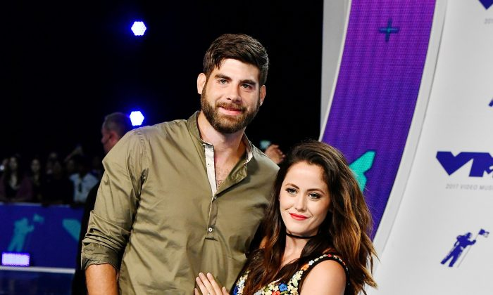 David Eason (L) and Jenelle Evans attend the 2017 MTV Video Music Awards at The Forum on August 27, 2017 in Inglewood, California.  (Photo by Frazer Harrison/Getty Images)