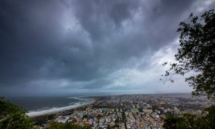 Clouds loom ahead of cyclone Fani in Visakhapatnam, India, on May 1, 2019. (Stringer/Reuters)
