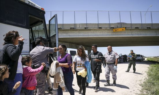 Greyhound CEO Tells DHS Head Migrants Must Test Negative for COVID-19 Prior to Boarding Buses