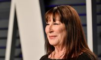 Anjelica Huston Rips Robert de Niro, Diane Keaton in Interview