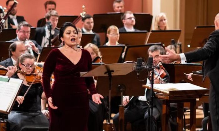 The Prague Philharmonia performs in Prague's Rudolfinum, under the leadership of French chief conductor, Emmanuel Villauma. Special guest American soprano Ailyn Pérez performs during the opening concert on Jan. 2019. (Milan Mosna/Prague Philharmonia)