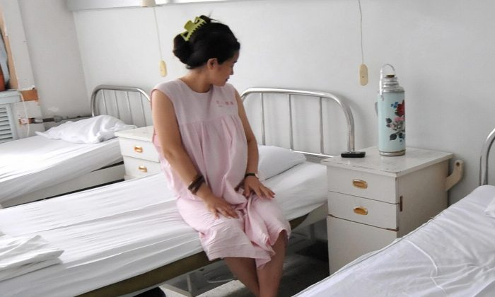 A woman in an obstetrics ward in China. (Frederic J. Brown/AFP/Getty Images)