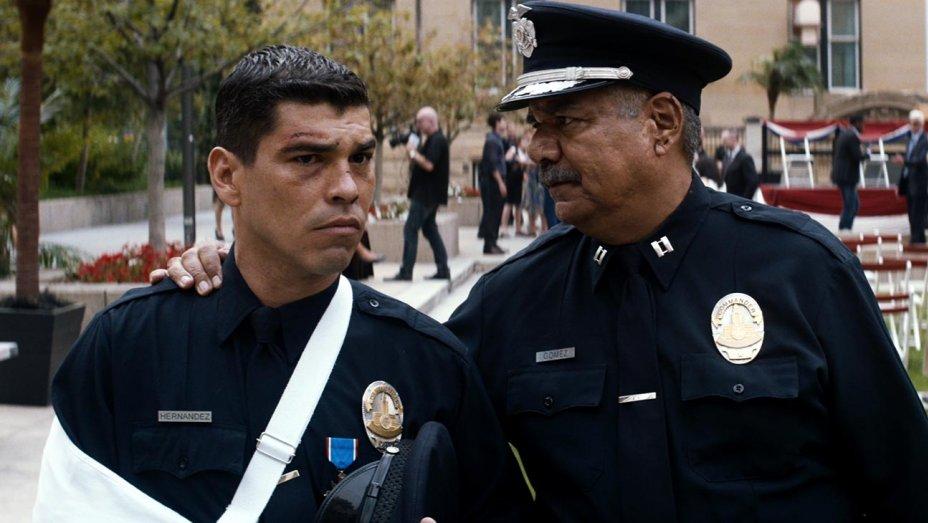 El chicano two cops