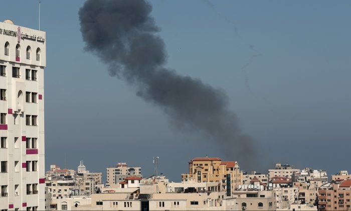 Smoke rises following an Israeli air strike in Gaza City on May 5, 2019. (REUTERS/Suhaib Salem)