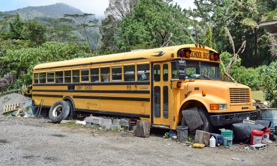 Mom Living in Broken Bus with 3 Kids Thinks It's a 'Prank' When Stranger Offers a House