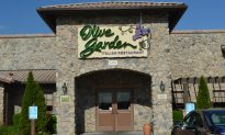Couple Arrested for Child Abuse After Olive Garden Waitress Posted Photo of Them Online