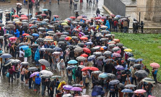 Thousands Line Up in the Rain to Donate Stem Cells to 5-Year-Old With Terminal Cancer