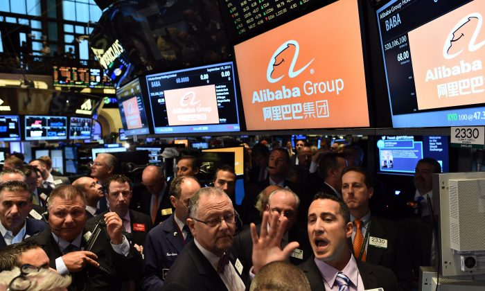 Traders wait for Chinese online retail giant Alibaba's stock to go live on the floor at the New York Stock Exchange in New York on Sept. 19, 2014.   (JEWEL SAMAD/AFP/Getty Images)