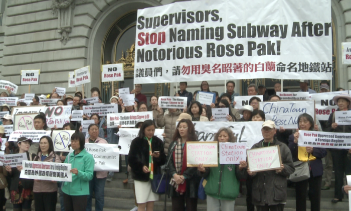 Rally participants holding signs on the steps outside San Francisco City Hall on May 6, 2019. (Nan Su/The Epoch Times)