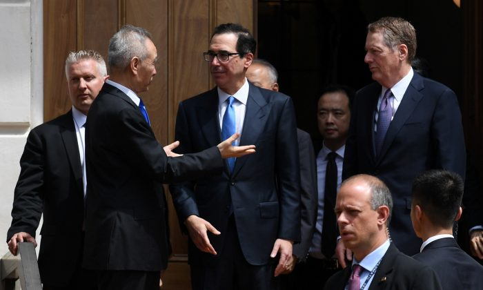 Chinese Vice Premier Liu He talks with U.S. Treasury Secretary Steven Mnuchin and Trade Representative Robert Lighthizer as he leaves trade talks in Washington, U.S., May 10, 2019. REUTERS/Leah Millis