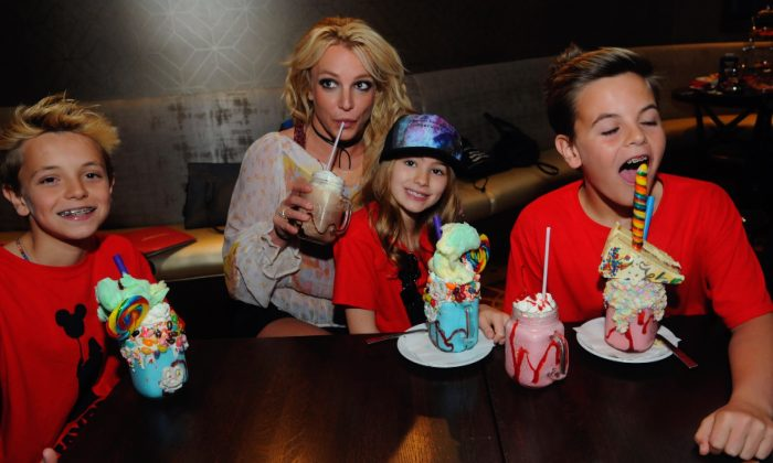 Britney Spears enjoys a family outing with Jayden Federline, Maddie Aldridge and Sean Federline at Planet Hollywood Disney Springs in Orlando, Fla., on March 13, 2017. (Gerardo Mora/Getty Images for Planet Hollywood Observatory)