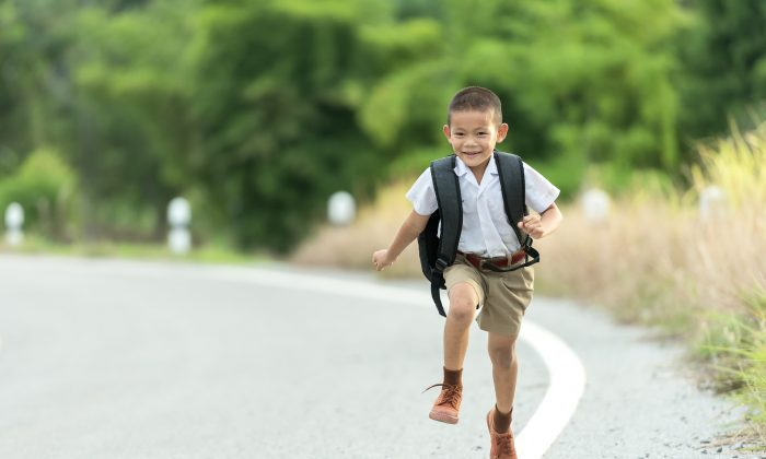 Kids may know something the rest of us have forgotten—skipping is a great way to get around. (Sasin Tipchai/Pixabay)